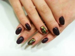 Рисунки на ногтях шеллаком, черный маникюр с изящной росписью