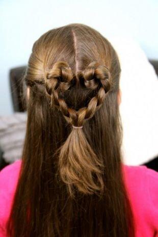 Ореховый цвет волос, прическа на 1 сентября - сердце из косичек