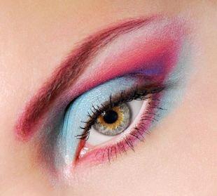 Макияж для голубых глаз с голубыми тенями, яркий летний макияж для серых глаз
