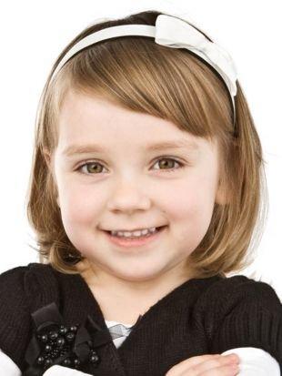 Прически для круглого лица на короткие волосы, простая детская прическа на выпускной