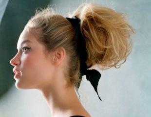 """Цвет волос темный блондин, прическа """"бабетта"""" в ретро-стиле"""