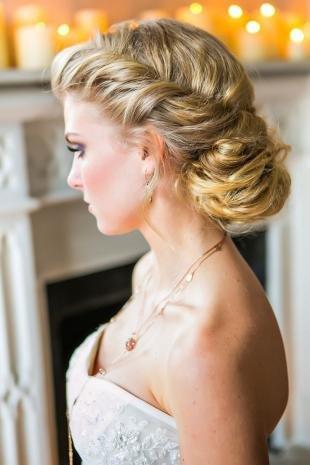 Свадебные прически в греческом стиле на длинные волосы, изящная свадебная прическа на основе пучка