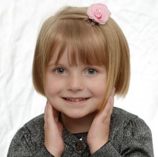 Цвет волос медовый блонд, красивая стрижка для девочки