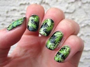 Рисунки на черных ногтях, маникюр - зеленые листья на черном фоне